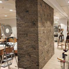 Instalación de paneles decorativos imitacion piedra para el revestimiento de paredes y pilares Industrial, Divider, Room, Furniture, Home Decor, Metal Lockers, Shop Fittings, Rock, Bedroom