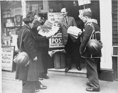 French soldiers and sailors buy a copy of the 'France' newspaper from a newsagent somewhere in London in 1940. This newspaper enabled French troops in Britain to read about the war in their own language. (Photo source: British Ministry of Information Photo Division)