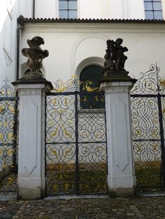 Beautyfull gate, Prague