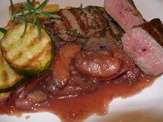 Nejprve naložíme maso, můžeme den předem, ale nemusíme. Posekanými bylinkami a rozdrceným jalovcem posypeme steaky, zakápneme olejem, promícháme... Meals, Cooking, Cook Books, Recipes, Baking Center, Meal, Kochen, Family Recipes, Recipies