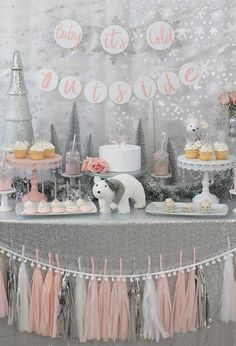 ideas for a stunning Winter Wonderland baby shower - . ideas for a stunning Winter Wonderland baby shower - . A snowflake is on the way Baby Shower Party Ideas Décoration Baby Shower, Mesas Para Baby Shower, Baby Girl Shower Themes, Gender Neutral Baby Shower, Shower Party, Baby Shower Parties, Baby Girl Babyshower Themes, Themes For Baby Showers, Baby Shower Banners