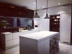 """Architect's Home in 🇫🇮 sanoo Instagramissa: """"Säästin keittiöviikkoni viimeiseksi parhaan jutun. Ne ovat nuo työtasot ja ehdottomasti onnistunein valintamme. Materiaali on…"""" Kitchen Island, Table, Furniture, Home Decor, Island Kitchen, Decoration Home, Room Decor, Tables, Home Furnishings"""