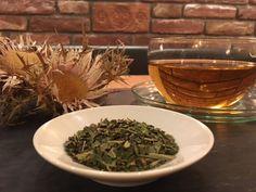 Entschlacken mit (Kräuter-)Tees #ritzenhof #wellness #see #entschlacken #wellnessblog #blog #fasten #fastenzeit #küchenblog #teatime #kräutertee #wellnesshotel #saalfeldenleogang #hotel Hotel Spa, How To Dry Basil, Alcoholic Drinks, Herbs, Blog, Rose, Glass, Cuppa Tea, Lenten Season