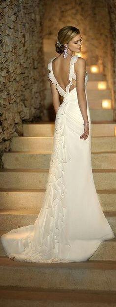 Attrayante robe de mariée Fourreau Bretelle spaghetti Chapelle traîne en Mousseline
