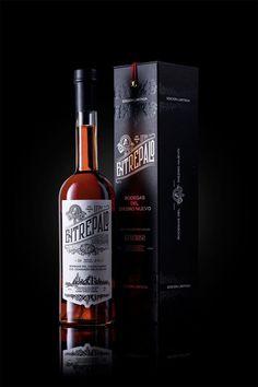 Entrepalo, a centenary generous wine Wine Label Design, Bottle Design, Spanish Wine, Creativity And Innovation, Packaging Design Inspiration, Whisky, Whiskey Bottle, Branding Design, Beverages
