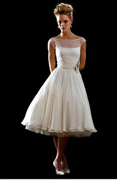 Are you going to have a vintage wedding theme? If yes, wearing vintage wedding dresses with tea length will be a great idea. Here we selected a number of vintage tea length wedding dresses for your… Vestidos Vintage, Vintage Dresses, Vintage Outfits, Vintage Fashion, Vintage Clothing, Retro Fashion 50s, 50s Style Wedding Dress, Rockabilly Wedding, Wedding Dress For Short Women