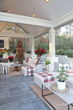 It's time for our 2019 annual holiday tour of homes featuring this beautiful outdoor patio area all decked out for Christmas entertaining. Christmas Bedroom, Christmas Porch, Farmhouse Christmas Decor, Outdoor Christmas, Christmas Living Rooms, Christmas Kitchen, Country Christmas, Christmas Christmas, Outside Christmas Decorations