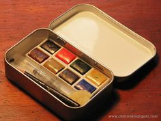 Homemade Travel Watercolor Case/ Every artist that likes to paint on the spot needs one of these. Good old repurposed Altoids mint tin.