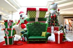 Décor de Noël commercial / Commercial holiday decor / Milton mall / www.ismartdesign.com