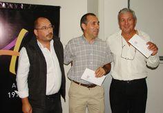 ENTREGARON CHEQUES A PRODUCTORES APÍCOLAS Fue distribuido un monto de dos millones de pesos entre asociaciones de apicultores de San Juan y la región del Nuevo Cuyo. Se trata de un convenio firmado entre la UNSJ y el Ministerio de Agricultura, Ganadería y Pesca de la Nación. Noticia completa: http://www.unsj.edu.ar/vista_not.php?id_noticia=3230