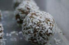 Vegan snack - quinoa banana coconut balls