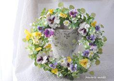 ハンドメイドマーケット minne(ミンネ)| すみれ と ハートカズラ: wreath