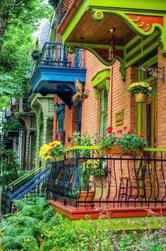 The green house in the Le Plateau borough of Montreal, Quebec, Canada! photo by Martin-Montreal in Pictures Montreal Ville, Of Montreal, Montreal Travel, Beautiful World, Beautiful Homes, Beautiful Places, House Beautiful, Beautiful Gorgeous, Belle Villa