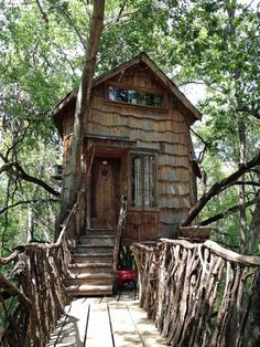 The Tree House, made of reclaimed materials in a Bois d'arc tree by Dan Phillips in Huntsville, Texas