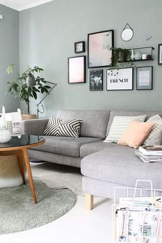 Wandfarbe Wohnzimmer blau grau Wandfarbe Wohnzimmer grau Couch Trendy Wall Decor - Painting n Drawing Trends Living Room Paint, Living Room Grey, Home Living Room, Living Room Designs, Apartment Living, Living Room Decor Green Walls, Mint Living Rooms, Pastel Living Room, White Apartment