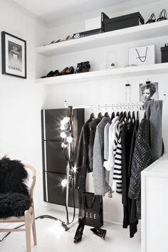 monochrome walk-in closet (via Stylizimo Blog)
