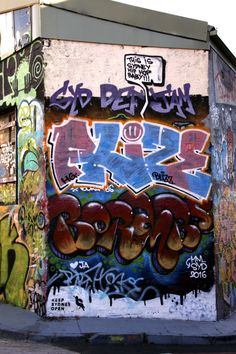 """THIS IS SYDNEY HIP HOP BABY!"" HG, BLIZZ, JA, MM, BORAMBS and others. Lorillaniofudi (?) St Peters, Sydney"