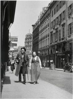 James Joyce et Adrienne Monnier dans la rue de l'Odéon, Paris L'Odéon, Paris