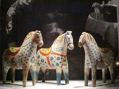 The exhibition of Dala horses in Dalarnas Museum in Falun (feltangel)