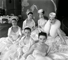 vintage everyday: Vintage Pictures of Chorus Girls in Dress Room Backstage from the 1940s-50s