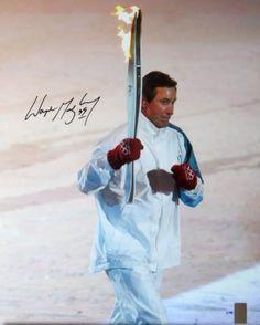 Уэйн Гретцки надпись с автографом 16x20 фото работает w / Олимпийский факел # / 199 wga in Спорт. сувениры и тов. для болельщиков, Автографы: оригиналы, Хоккей НХЛ, Фотографии   eBay