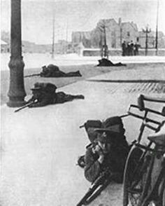 The Battle of Mount Street, Dublin, 1916 Ireland 1916, Dublin Ireland, Ireland Travel, Ireland Pictures, Old Pictures, Old Photos, Irish Independence, Irish Republican Army, Easter Rising