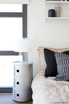 Kodin1-yhteistyö Valkoinen Harmaja -blogin kanssa. Man Apartment, Dresser As Nightstand, Bedroom, My Style, Table, Furniture, Home Decor, Eggs, Decoration Home