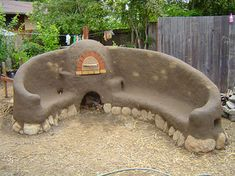 Peace On Earthbench Movement - Bottle Brick. Changing the world one bottle at at time. Recycled Glass Bottles, Recycle Plastic Bottles, Plastic Bottle House, Cob House Plans, Earth Bag Homes, Backyard Kitchen, Earthship, Cabins In The Woods, Reuse