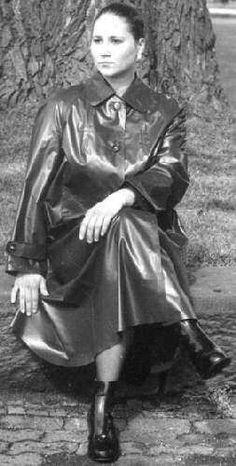 Raincoats For Women Weather Rubber Raincoats, Raincoats For Women, Jackets For Women, Best Rain Jacket, Rain Jacket Women, Green Raincoat, Hooded Raincoat, Pvc Raincoat, Rain