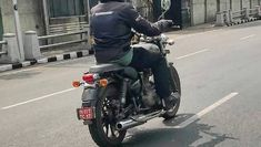 2020 Royal Enfield Thunderbird was spied soon after 2020 Classic 350 was spied testing recently. From the spy shots taken of this upcoming revised motorcycle taken in Chennai, few features were reported to be clear. Dual Clutch Transmission, Manual Transmission, Electric Cars In India, Enfield Thunderbird, Toyota Hybrid, Versys 650, Enfield Classic, Digital Instruments, Triumph Tiger