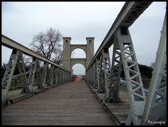 Waco, Texas suspension bridge built in 1870