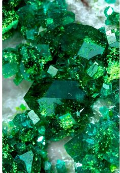Always From Micro To Macro Cosmos ! Minerals And Gemstones, Crystals Minerals, Stones And Crystals, Crystal Aesthetic, Slytherin Aesthetic, E Mc2, Cool Rocks, Mineral Stone, Rocks And Gems