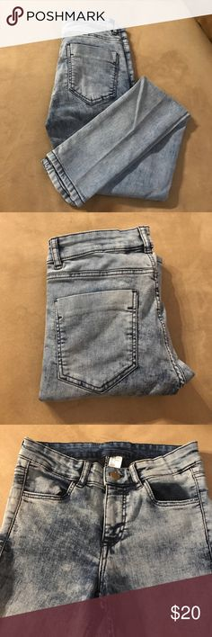 H&M Light Wash Jeans Style: Medium Rise  Color: Light Blue Denim Brand: H&M Divided  79% Cotton 19% Polyester  2% Elastane  Only worn a few times In great condition H&M Jeans Skinny