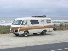 Dodge Motorhome motorhomes-camper-vans-and-housetrucks Camper Caravan, Truck Camper, Camper Van, Camper Life, Happier Camper, Diy Camper Trailer Designs, Airstream, Cool Rvs, Vintage Rv