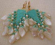 Etsy の Seed Bead Beadwoven Earrings Aqua/Cream by pattimacs