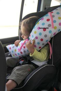 Under en biltur i juli så jeg min sovende datter i sengen. Coin Couture, Baby Couture, Couture Sewing, Sewing For Kids, Baby Sewing, Diy For Kids, Sewing Hacks, Sewing Tutorials, Creation Couture
