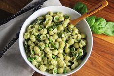 When it comes to cooking for your little ones, sometimes introducing new flavors can be a challenge. Annie's Homegrown mac & cheeseis a kid-favorite, and one of our favorite ways to sneak in some extra goodness. We've added pesto and spring veggies to our version, but the mix-in options are endless! Components: