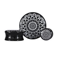 Black and White Mandala plugs- yesss Body Jewelry Piercing, Ear Jewelry, Jewelry Accessories, Jewlery, Cool Piercings, Facial Piercings, Plugs Earrings, Gauges Plugs, Ear Stretching