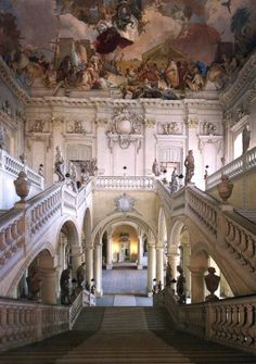Another Grand staircase