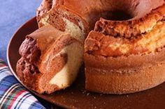 Receitinha de bolo de fubá também leva queijo e goiabada. Veja a receita!! - Aprenda a preparar essa maravilhosa receita de Bolo de fubá com goiabada e queijo