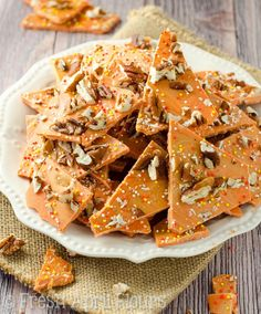 Pumpkin Butterscotch Bark: An easy bark made with pumpkin spice candy melts, butterscotch chips, and chopped nuts. Great for Halloween goodie bags! Pumpkin Recipes, Fall Recipes, Holiday Recipes, Candy Recipes, Dessert Recipes, Homemade Pita Chips, Fall Candy, Bark Recipe, Butterscotch Chips