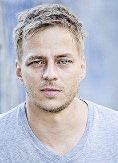 Tom Wlaschiha, Actor: Game of Thrones. Tom Wlaschiha was born on June 1973 in Dohna, German Democratic Republic. He is an actor, known for Game of Thrones Crossing Lines and Resistance Tom Wlaschiha, Man Bun Hairstyles, Side Swept Hairstyles, Cool Haircuts, Haircuts For Men, Justin Bieber, Faye Marsay, Casual Curls, Jaqen H Ghar