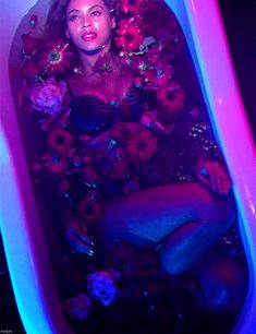 beyonce Beyonce gif beyonce 4 out-of-the-pink Beyonce Gif, Beyonce Fans, Beyonce And Jay Z, Rihanna, Queen Bee Beyonce, Dark Pop, Blue Aesthetic Pastel, Aesthetic Colors, Neon Purple