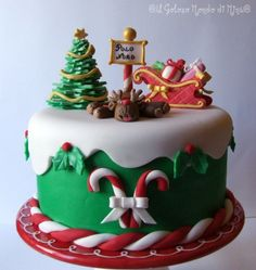 green bottom tier w/ berries and alternating candy canes and ginger bread men