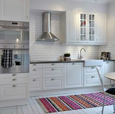New kitchen backsplash glass vent hood Ideas Glass Backsplash Kitchen, Ikea Kitchen, Kitchen Flooring, Kitchen Backsplash, Kitchen Interior, Kitchen Decor, Kitchen Cabinets, Kitchen White, Backsplash Ideas