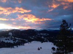 Another beautiful start to a #Montana day MRT @StaciaDahl Beautiful sunrise this morning near Helena