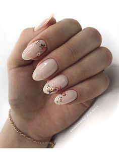 Soft milky nails with flowers Inspiring Ladies Nude Nails, Gel Nails, Nail Polish, Cnd Shellac, Toenails, Nail Art Cute, Natural Looking Acrylic Nails, Natural Nail Art, Milky Nails