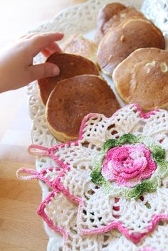 Barbros lille atelier.  I would dearly love to have a pattern for these potholders.