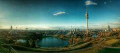 Der #Olympiapark in #München / #Munich mit dem #Olympiastadion, dem Fernsehturm und dem #BMW #Vierzylinder, aufgenommen vom #Olympiaberg