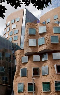 Construction is now complete on the Dr Chau Chak Wing Building at the University of Technology, Sydney (UTS), designed by Frank Gehry. The Dr Chau Chak Unusual Buildings, Interesting Buildings, Amazing Buildings, Brick Architecture, Amazing Architecture, Contemporary Architecture, Mix Use Building, Brick Building, Frank Gehry